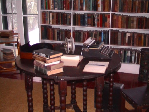 Hemingway's_writing_desk_in_Key_West WC